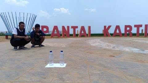 Menikmati Hari Tanpa Bayangan di Pantai Kartini