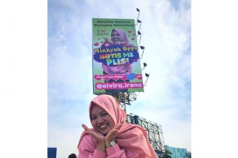 Cari Perhatian Bintang K-Pop, Seorang Fan Pasang Reklame di Bekasi