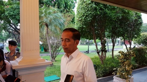 Jokowi Instructs Police to Investigate Knife Attack against Wiranto