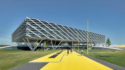 Kantor Pusat Adidas Tak Sengaja Dibangun Mirip Stadion