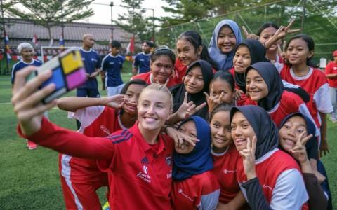 Bintang Arsenal Ladies Beri <i>Coaching Clinic</i> di Jakarta