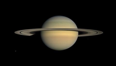 Saturnus Punya Bulan Terbanyak di Tata Surya
