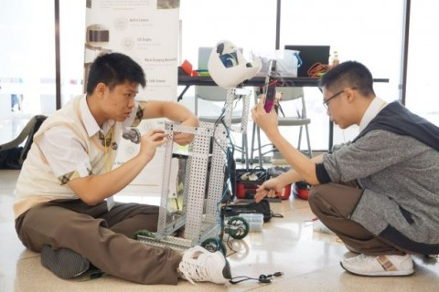 Maranatha Gelar Kontes Robot Bertema Lingkungan