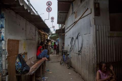 Tinggal di Gubuk Reyot, Dua Anak Terpaksa Putus Sekolah