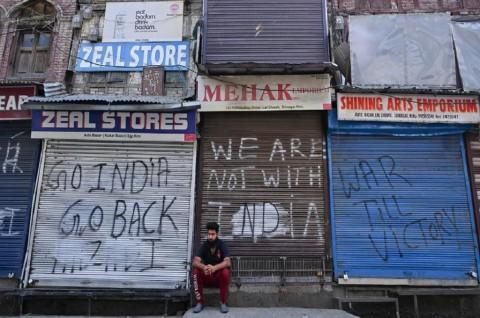 India Cabut Pembatasan Jaringan Seluler di Kashmir