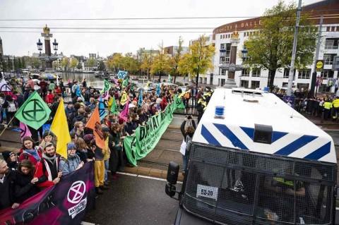 Polisi Belanda Tahan 130 Demonstran Peduli Lingkungan