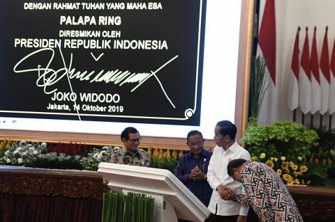 Jokowi Resmikan Proyek Palapa Ring di Istana