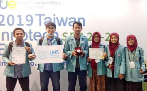 Mahasiswa UNS Borong Medali di Taiwan