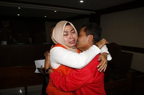 Wanita Penyebar Video 'Penggal Jokowi' Divonis Bebas