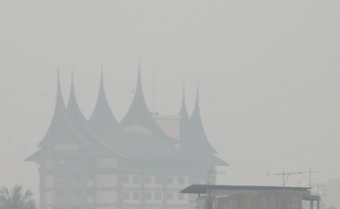 Warga Solok Selatan Merasakan Dampak Kabut Asap