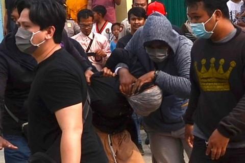 Momen Densus 88 Tangkap Terduga Teroris di Bekasi
