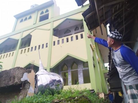 Kubah Masjid di Bogor Roboh Diterjang Angin