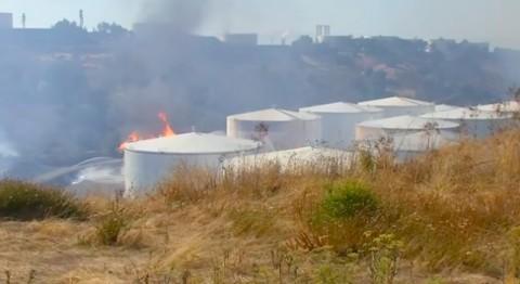 Kilang Minyak di AS Terbakar, Material Berbahaya Mengancam