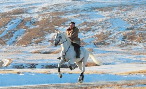 Tiru Putin, Kim Jong-un Unjuk Gigi Tunggangi Kuda