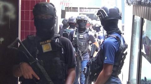Densus 88 Geledah Rumah di Lengkong Bandung