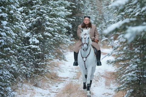 Saat Kim Jong Un Berkuda di Pegunungan Bersalju