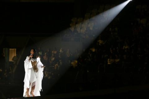 Lagu Anggun Masuk Lima Besar Chart Billboard Amerika