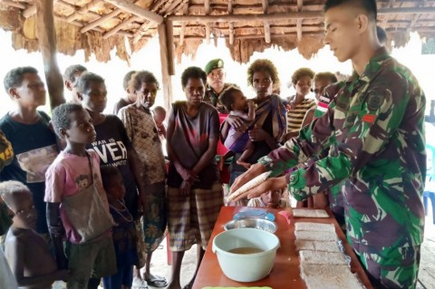 Satgas Yonif 411 Kostrad Dirikan Rumah Tempe di Yakyu Papua