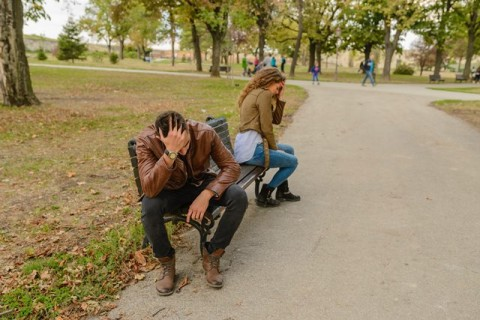 Curhat Belebihan Bisa Merusak Hubungan