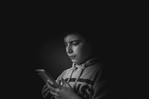 Bahaya Penggunaan Gawai Berlebihan pada Anak