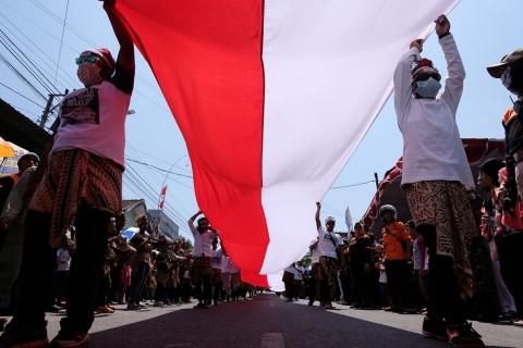 Merah Putih Raksasa Rayakan Pelantikan Jokowi-Ma'ruf
