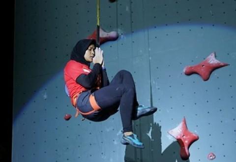 Aries Susanti Juara Sekaligus Pecahkan Rekor Dunia Panjat Tebing