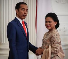 Jokowi Masih Momong Cucu Jelang Pelantikan