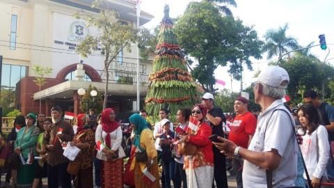 Relawan Jokowi-Ma'ruf Tasyakuran dengan Tumpeng Tujuh Meter