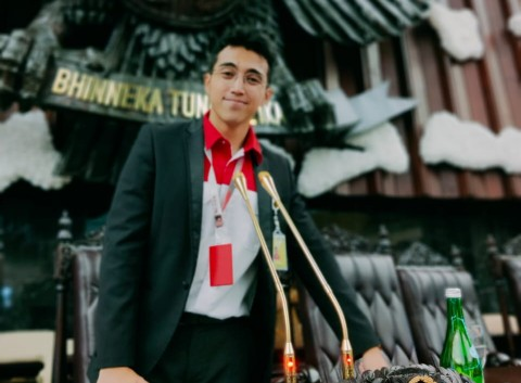 Vadi Akbar Buatkan Mikrofon Emas untuk Pelantikan Jokowi
