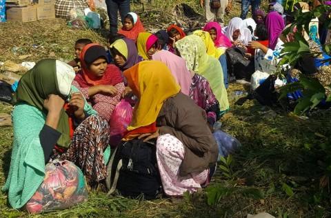 Bangladesh Pindahkan Rohingya ke Pulau Rawan Banjir