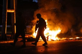 Lima Tewas Usai Penjarah Bakar Pabrik saat Protes Chile
