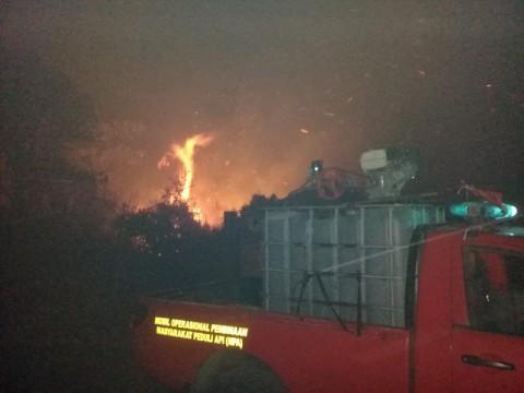 Api Masih Menguasai Gunung Semeru