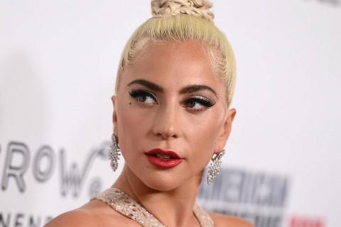 Lady Gaga Jatuh dari Atas Panggung