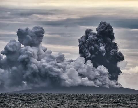 Status Gunung Anak Krakatau Masih Waspada