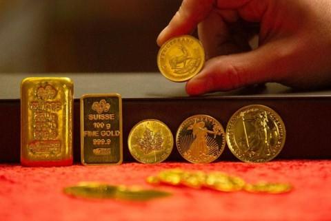 Emas Dunia Melemah