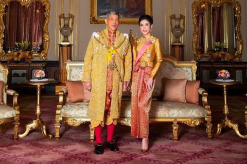 Tidak Setia, Raja Thailand Copot Semua Gelar Istri Barunya