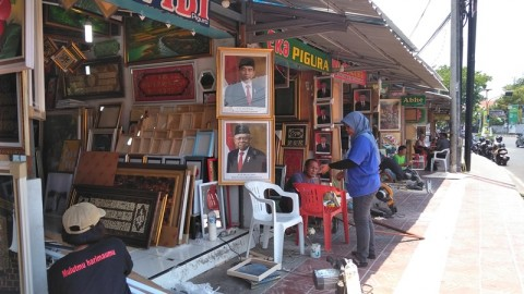 Penjual Pigura Presiden dan Wapres Kebanjiran Order