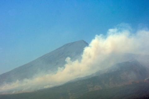 Ratusan Personel Padamkan Kebakaran Hutan Gunung Rinjani