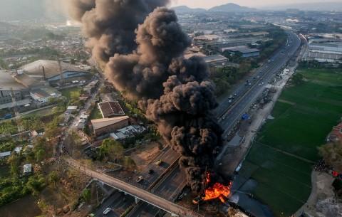 Polisi Olah TKP Kebakaran Pipa Minyak di Cimahi
