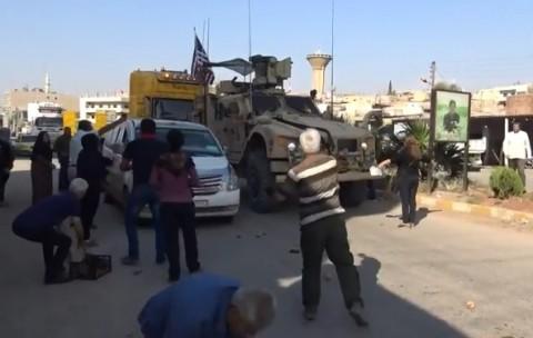 Tentara AS Dilempari Tomat Busuk oleh Warga Kurdi
