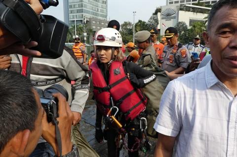 5 Aktivis Greenpeace Pemasang Spanduk di Bundaran HI Diamankan