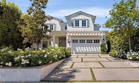 Dakota Fanning Beli Rumah Klasik Rp41,4 Miliar