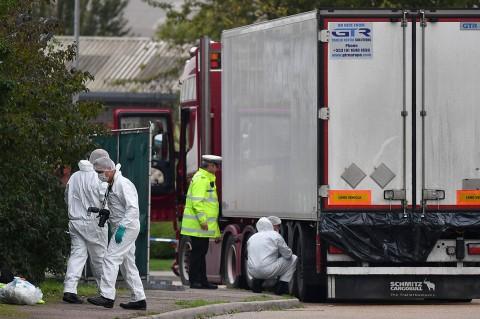 Polisi Inggris Temukan 39 Mayat dalam Truk Kontainer