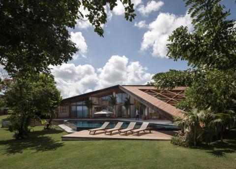 Carbon House, Vila Khusus Peselancar di Bali