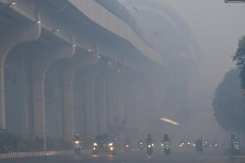 Kabut Asap Masih Menutupi Langit Palembang