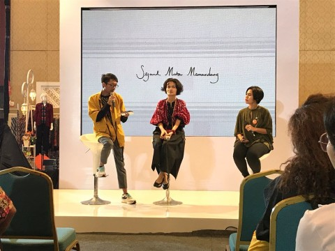 Cara Mengurangi Limbah Fashion ala Chitra Subyakto