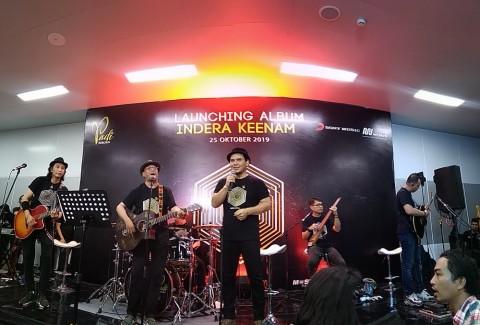 Padi Reborn Akustikan Bareng Menteri di Stasiun MRT