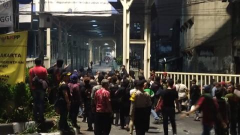 Polisi Berupaya Menengahi Tawuran di Tanah Abang
