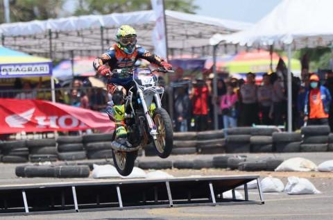 Kelas Supermoto Bikin One Make Race Honda Menarik
