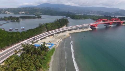 Jokowi to Inaugurate Holtekamp Bridge